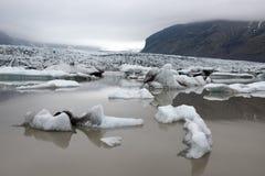 Icebergs dans la lagune glaciaire de Fjallsarlon Images stock