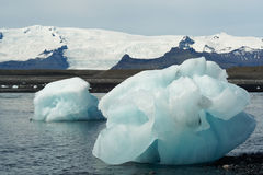 Icebergs dans le compartiment d'Icelands Joekulsarlon image libre de droits