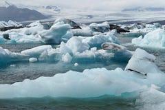Icebergs dans le compartiment d'Icelands Joekulsarlon photos libres de droits