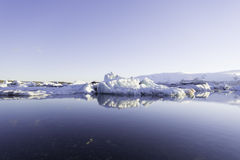 Icebergs dans le lac de glacier de Jokulsarlon Image stock