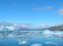 Icebergs de fusión en la costa de Groenlandia Imagen de archivo libre de regalías