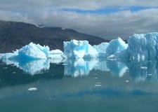 Icebergs de fusión en la costa de Groenlandia Foto de archivo libre de regalías