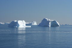 icebergs du Groenland hors fonction Photos stock