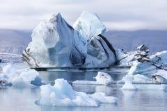 Icebergs en el lago imágenes de archivo libres de regalías