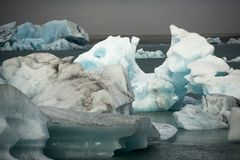 Icebergs en Jokulsarlon, Islandia Foto de archivo