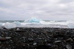 Icebergs en laguna del ³ n del rlà del ¡de Jökulsà Fotos de archivo