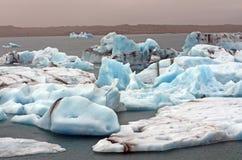 Icebergs en un lago Isalnde Imagenes de archivo