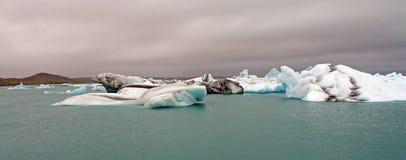 Icebergs en un lago Isalnde Fotografía de archivo