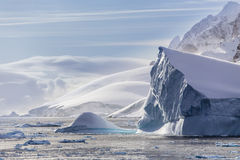 Icebergs et péninsule antarctique occidentale Photo stock