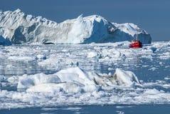Icebergs gigantes de la bahía de Disko imágenes de archivo libres de regalías