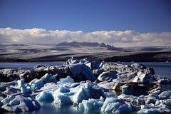 Icebergs noirs et bleus Photo stock