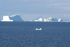 Icebergs outre du Groenland Photo stock