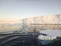 Icebergs sains antarctiques Photographie stock