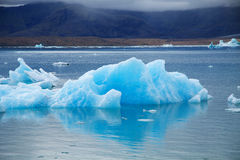Icebergs sur la lagune de glacier de Jokulsarlon, Islande Images libres de droits