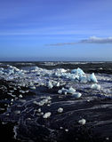 Icebergs y mar agitado Imágenes de archivo libres de regalías