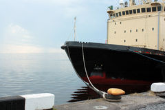 Icebreaker cumujący dok dla lata Obraz Stock