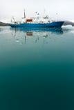Icebreaker in Ijzig Water Royalty-vrije Stock Afbeeldingen