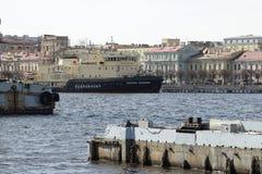 Icebreaker Kapitan Zarubin op Neva Royalty-vrije Stock Foto's