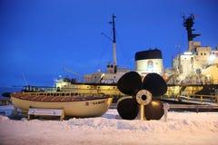 Icebreaker Sampo w schronieniu przygotowywającym dla unikalnego rejsu w zamarzniętym morzu bałtyckim Kemi Zdjęcie Stock