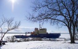 Icebreaker w mieście Zdjęcia Stock