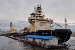 Icebreakers ` St Petersburg ` i ` Ivan Krusenstern ` przy ` bulwaru ` Angielskim molem Fotografia Stock