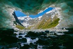 Icecave Homer tunnel Arkivbild
