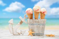 Icecream på stranden Royaltyfri Foto