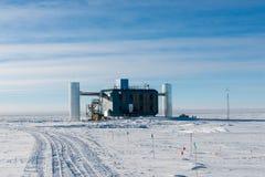 IceCube-Neutrino-Observatorium an der Südpolstation die Antarktis stockbild