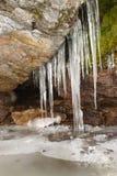 Icecycles da rocha do th. fotos de stock