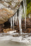 Icecycles de roche de Th. Photos stock