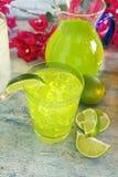 Iced limefruktdrink Fotografering för Bildbyråer