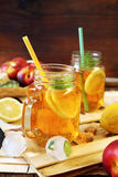 Iced tea with lemon slices and mint Royalty Free Stock Photos