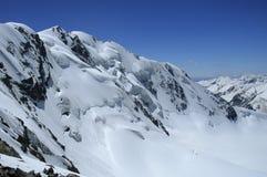 Icefall que desciende de un paso de montaña sabble a Foto de archivo