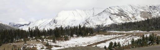 Icefield大路的全景在第一雪秋天以后 免版税图库摄影