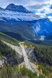 Icefieldsbrede rijweg met mooi aangelegd landschap Royalty-vrije Stock Fotografie