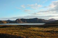 Icelad-Natur und Gebirgslandschaft mit See Stockbild