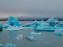 Iceland - Dryfuj?ce g?ry lodowe obrazy stock