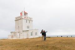 Iceland, dyrhà ³ laey latarnia morska, potomstwa dobiera się obrazy royalty free