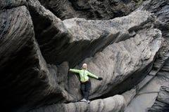 iceland för svart flicka för strand posera sand arkivbild