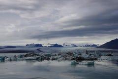Iceland Jokulsarlon góry lodowa chmurny lodowiec fotografia royalty free