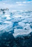 iceland jokulsarlonlagun Härligt kallt vinterlandskap av arkivfoto