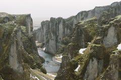 Iceland krajobrazu fotografia Obrazek wąwozu Fjaðrà ¡ rgljúfur Fjadrargljufur Markotne chmury w tle i rzece Fotografia Stock