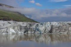 Iceland lodowa odbicia niebieskie niebo chmurny fotografia stock