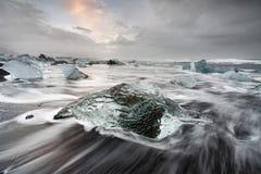 Iceland - Lodowy blok na czarnej plaży zdjęcie royalty free