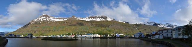iceland panoramaseydisfjordur royaltyfri foto