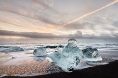 Iceland - ranku światło na czarnego lodu plaży zdjęcia royalty free