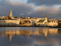 Iceland Reykjavik zmierzch odbija na wodzie zdjęcia stock