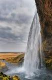 iceland seljalandsfossvattenfall En av den mest berömda vattenfallet i Island molnig dag royaltyfria bilder