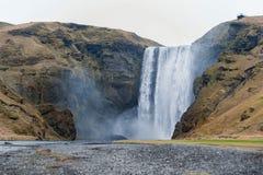 iceland skogafossvattenfall Sightnedgångar i Island En av det populärast royaltyfria bilder