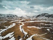 Iceland widok z lotu ptaka krajobraz z śniegiem, chmury, ulica i trawa, żółta i zielona Zdjęcia Royalty Free